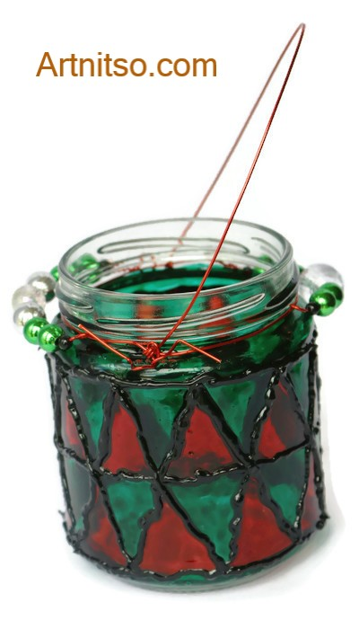 Painted glass jar in green, and red. Artnitso.com